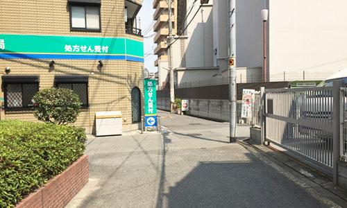 十字路を左へ